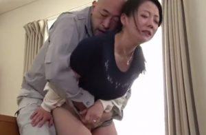 【ながえスタイル】和泉紫乃│「部長ダメですっ…」襲われながらもマンコを濡らす人妻