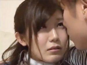 欲求不満な子持ち人妻が夫の帰宅前にイケメン男優を自宅に呼んでハメ撮りSEX
