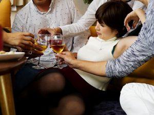 【奥田咲】『旦那より気持ちよかった♡』清楚で巨乳の愛妻が同窓会で泥酔し男友達と乱交した記録